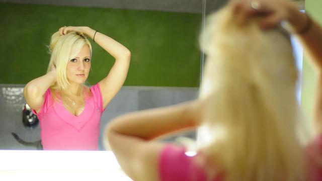 Dercos neogenic das Mittel für die Erneuerung des Haarwuchses