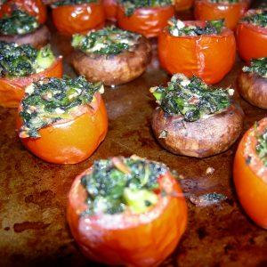 gefüllte Tomaten und Champignons