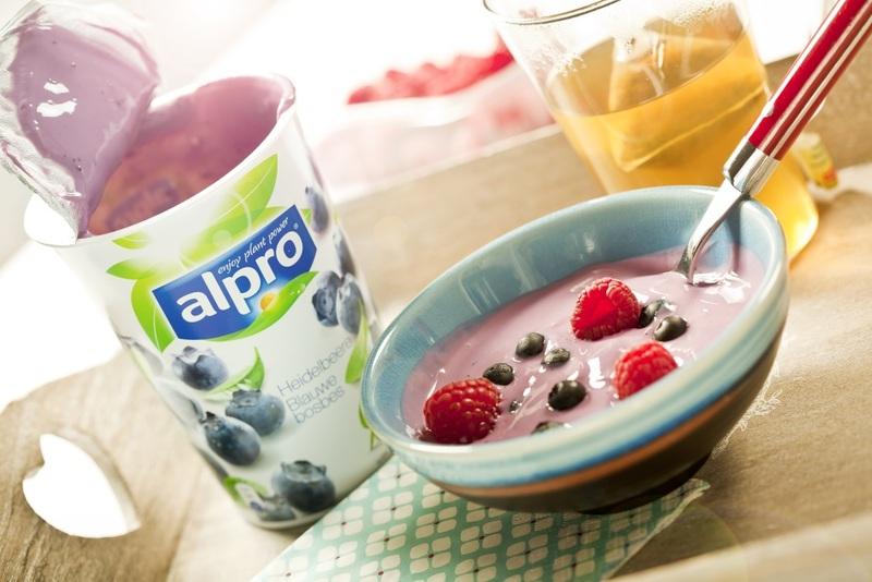 Frühstück mit der Soja-Joghurtalternative von Alpro