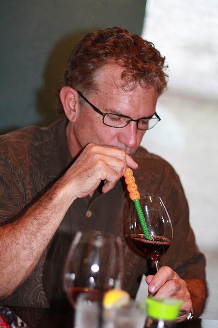 Wein mit Strohhalm