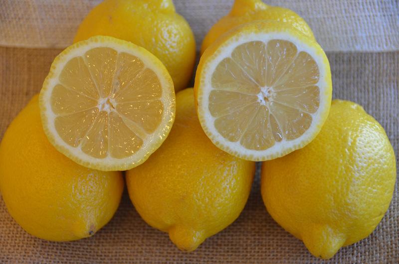 Zitronensaft für schöne Haare