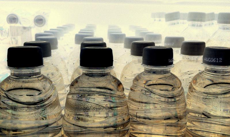 viele plastikflaschen